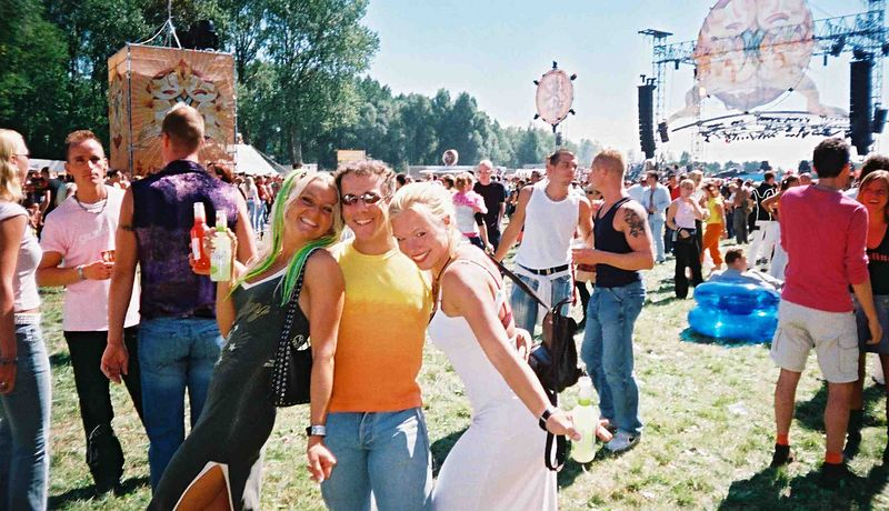 Desiree (in white) and her best friend Violet (in green) sandwiching me on Mysteryland! Hmmm!