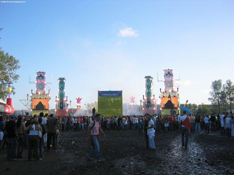 Main stage was a lot less crowded due to severe mud pools