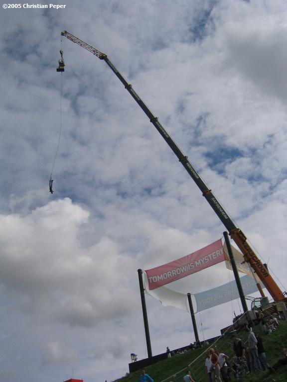 Bungy jumping at Q-dance