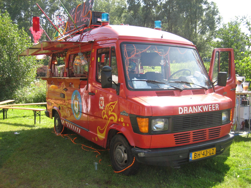 Drankweer, fire truck with cocktails