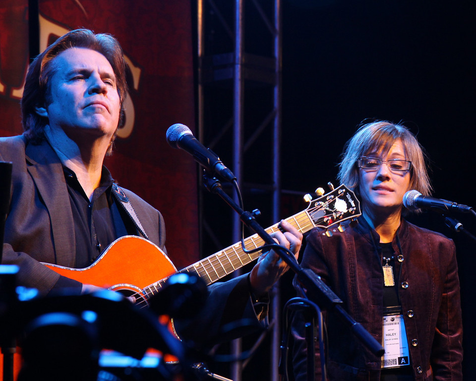"""Doyle Dykes and Haley, performing """"Amazing Grace"""""""