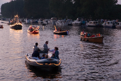 Gondelvaart van Jachthaven Katwijk, Uitwateringskanaal, Additioneel Kanaal, en Oude Rijn naar Valkenburg en terug. Najaarsfeest Oranjevereniging Katwijk aan den Rijn.