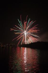 Groots vuurwerk aan het einde van de Noordwijkerweg ter afsluiting van de feestweek. Najaarsfeest Oranjevereniging Katwijk aan den Rijn.
