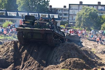 4x4 Zanderij Trial. Tank demonstratie. Najaarsfeest oranjevereniging Katwijk aan den Rijn.