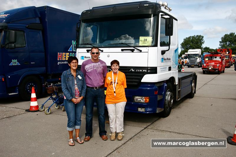 KatwijkBinse Truckrun. Verzamelen op Vliegkamp Valkenburg. Najaarsfeest oranjevereniging Katwijk aan den Rijn.