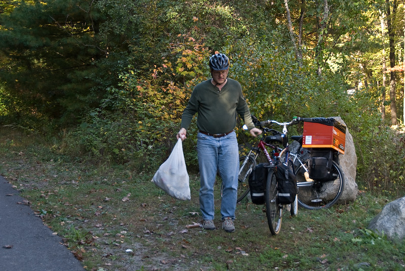 <b>Nat stops to collect trash</b>   (Oct 13, 2007, 02:49pm)
