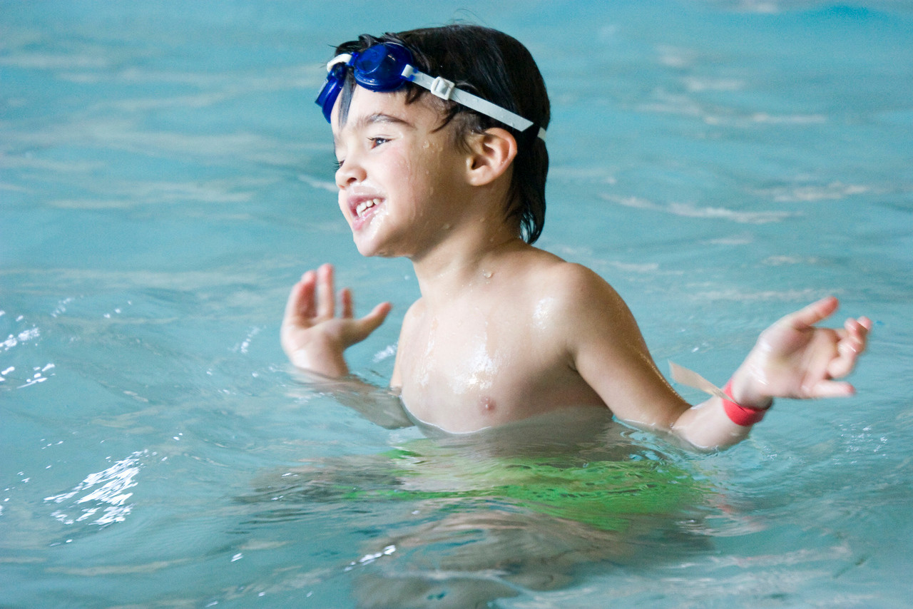 Natan swimming at his birtday party at Lifetime Fitness