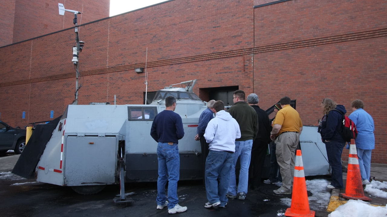 Sean Casey explains his vehicle to onlookers, including Dave Hoadley & Dr. Walt Lyons.