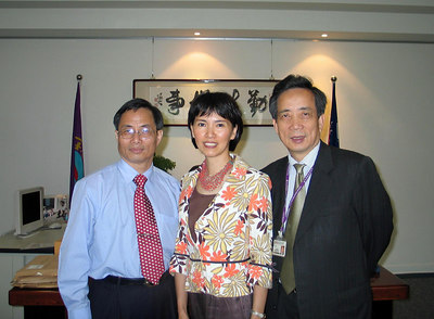 Professor Yum-Ting Lin - Dean of Academic Affairs, karen Tsuo and Professor Huang Kung-Nan, President of the National Arts University