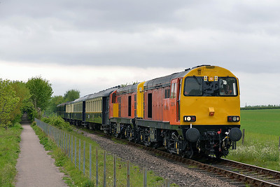 Class 20 No 20314/20311 at Castor on 18 May 2013 with the 2E48 12:14 Wansford - Peterborough
