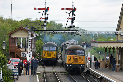 Class 56 No 56301 arrives at Wansford on 18 May 2013 with the 2M42 08:50 Peterborough - Wansford