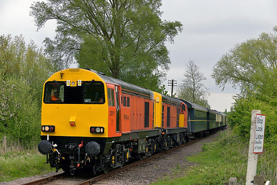 Class 20 No 20311/20314 at Castor on 18 May 2013 with the 1M48 13:05 Peterborough - Wansford