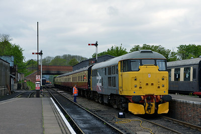 Class 31 No 31108 in Wansford Station on 18 May 2013