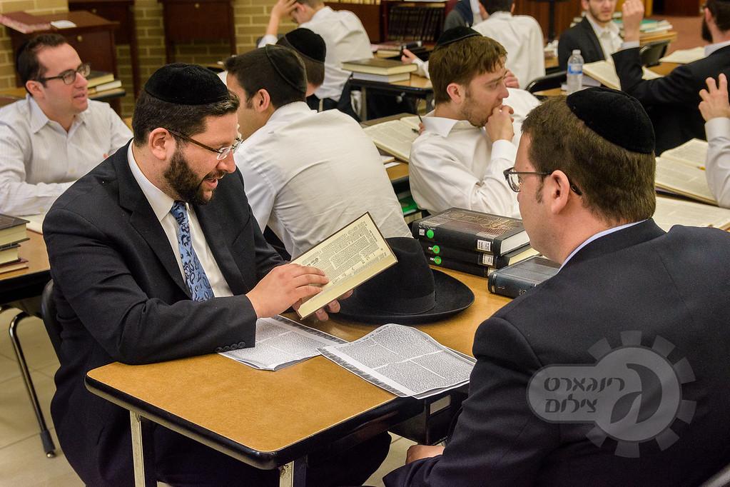 Shomrei Emunah Yarchei Kallah, Rabbi Binyomin Marwick, Avi Greenlinger
