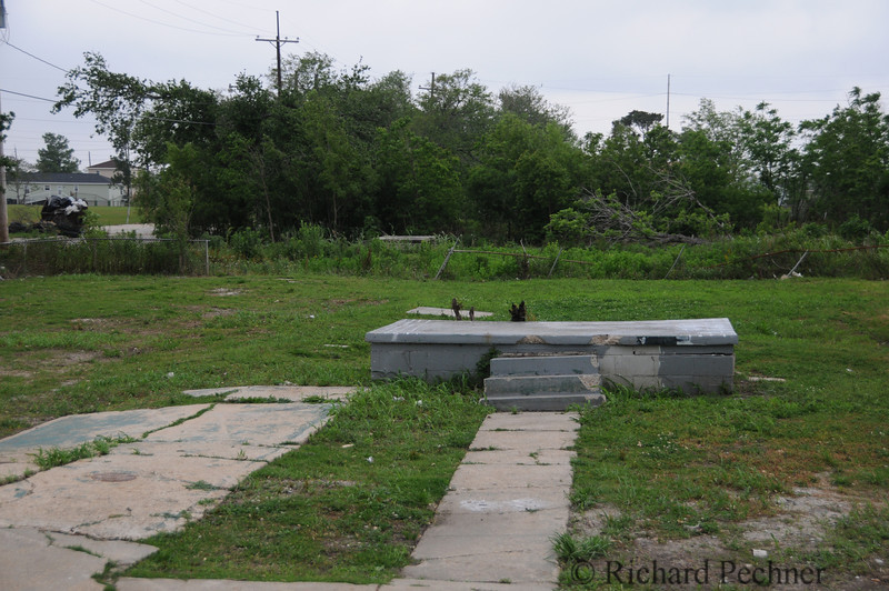 Another all too common sight in the Lower 9th Ward.  A driveway, walkway and stoop with no house.