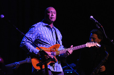 Bernie Williams photo by Rob Rich/SocietyAllure.com © 2013 robwayne1@aol.com 516-676-3939