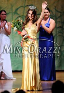 10/4/2009 Mike Orazzi | The Bristol Press Nicole Paquette is crowned Miss Bristol 2009 during Saturday night pageant at Bristol Central High School.