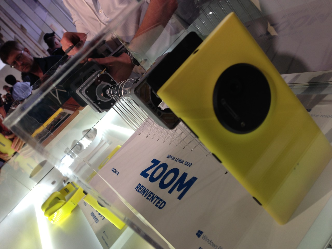 Another look inside the Lumia 1020.