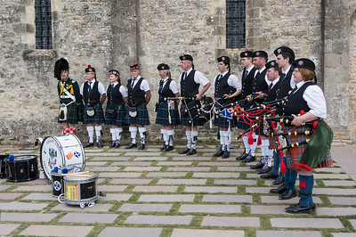 A bagpipe corps lined up for a group photo