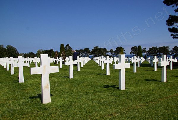 The Cemetery has 9,387 burials of US service men and women. Of this number, some 307 are unknowns and three are Medal of Honour winners. In addition there are 33 pairs of brothers buried side by side. It is the largest American Cemetery from WW2