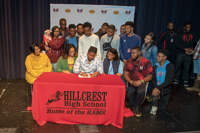 Signing day 20190206_068
