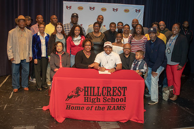 Signing day 20190206_049
