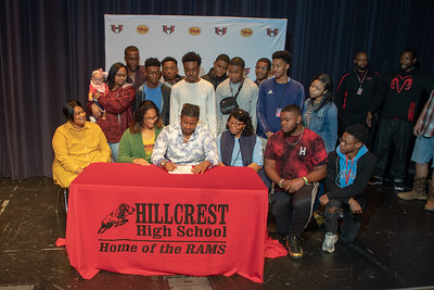 Signing day 20190206_066