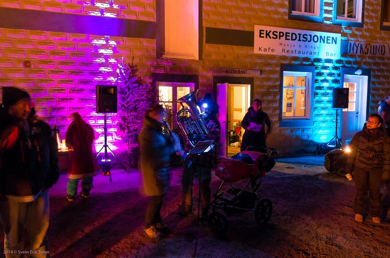 Kindle Christmas Tree in Nyksund - music intro by Christina Smailzl and Rune Mikkelborg