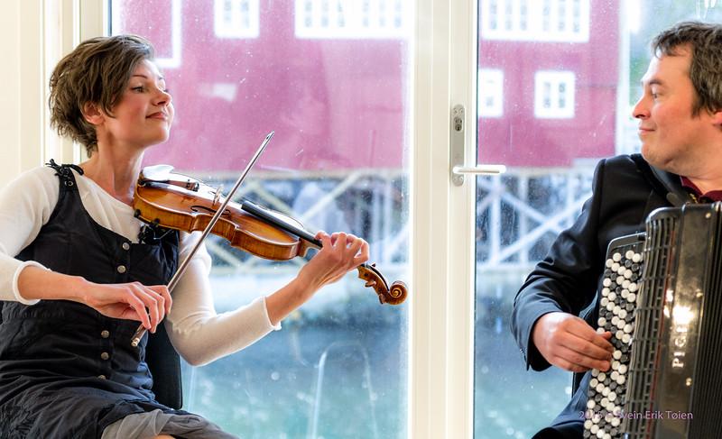 Elena Yakovleva and Rune Larsen in Nyksund Brygge 3. july 2015