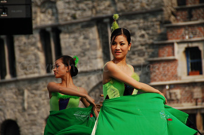 """A Vietnamese delegation brought a colorful and highly enjoyable music spectacle on the floating podium on the river """"Leie"""" between the Graslei and the Korenlei."""