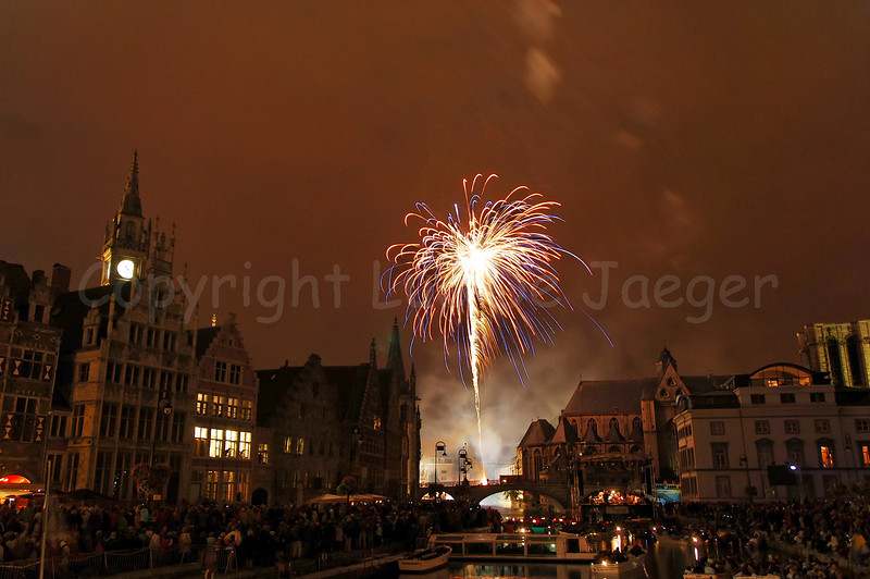 Fireworks, shot from the St Michielsbrug (St Michael's bridge), end the OdeGand festivities.Fireworks, shot from the St Michielsbrug (St Michael's bridge) in Ghent (Gent), Belgium, end the OdeGand festivities.