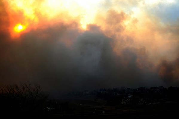 N0108FIRE157.jpg Smoke fills the sky near Lake Valley Golf Course in north Boulder on Wednesday, January 7, 2008. Heavy winds helped to fuel fires across the front range. <br /> CAMERA / KASIA BROUSSALIAN