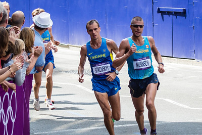 Im astonished how lean marathon runners are - the Ukrainian's leg muscle looks like its wasting!