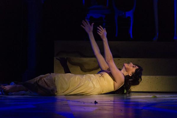 """Act III, Scene 2.  Ofelia's """"mad scene."""""""