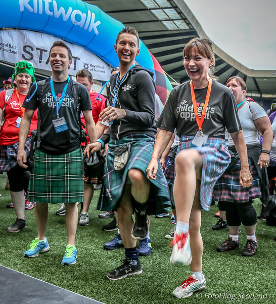 Sean Batty and Lorraine Kelly warmup for the 2016 Edinburgh Kiltwalk