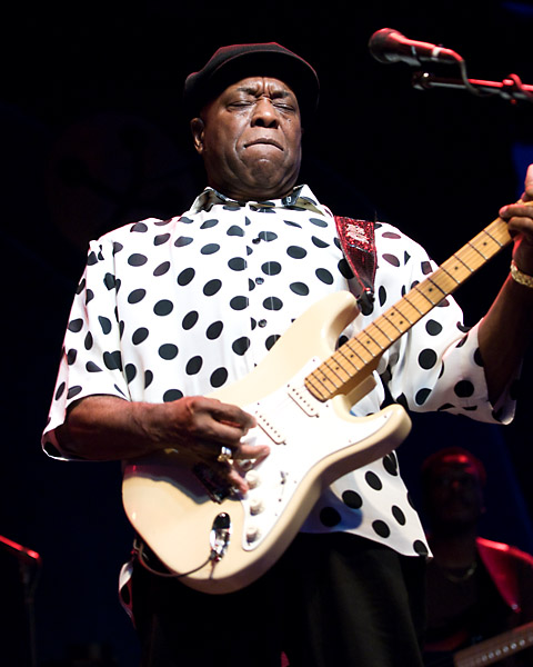 Buddy Guy doing what he does best at Ottawa Bluesfest 2007