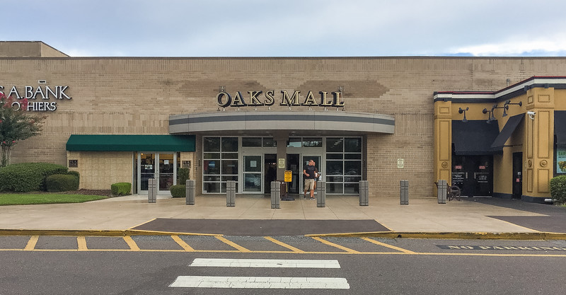 Oaks Mall