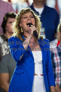 Jennifer Nettles sings America the Beautiful