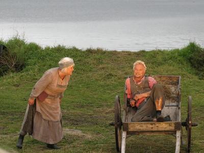 """PEER GYNT"" ved Gålåvatnet 05/08/2011    Peer Gynt: Dennis Storhøi     Mor Åse: Ellen Horn  www.peergynt.no www.peergynt.no/english ---  Foto: Jonny Isaksen"