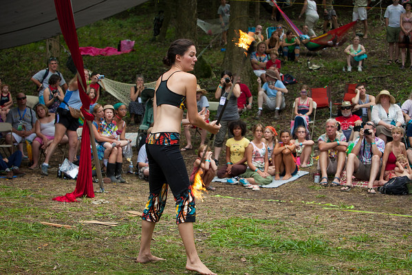 Give and Take Jugglers enteraining in Dulcimer Grove (Howard Pitkow/for Newsworks)