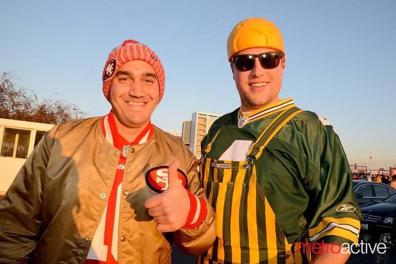 49er fan Mike Ganton of Mt. View bows up on Cheesehead Dan Lacy of Sunnyvale