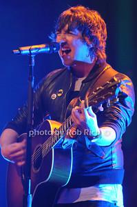 Plain White T's lead singer Tom Higgenson  photo by Rob Rich/SocietyAllure.com © 2013 robwayne1@aol.com 516-676-3939