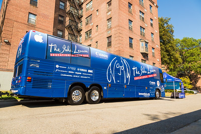 2017_09_25, Bus, Establishing, Exterior, Flushing, NY, PS200