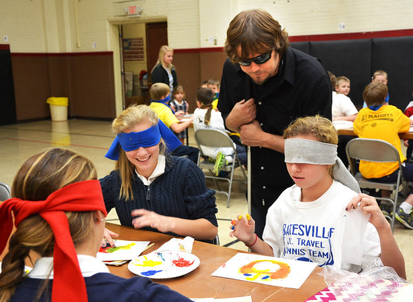Debbie Blank | The Herald-Tribune John Bramblitt encourages seventh-graders Jayden Rose (left) and Lily Esser. The artist also mentored students at Batesville primary, intermediate and high schools during a visit organized by the Rural Alliance for the Arts for its Arts in Education Program.