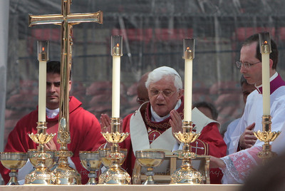 The Holy Father reads the Eucharistic Prayers.