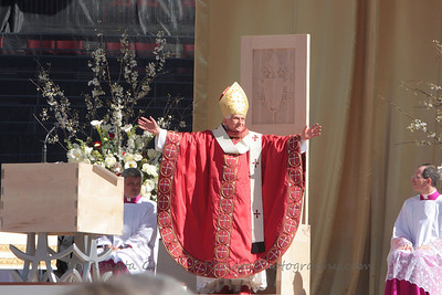 The Holy Father thanks and embraces the endlessly cheering crowds