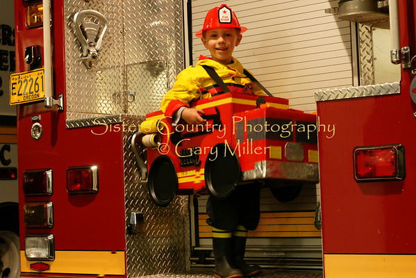 McAllistar McIntyre, future firefighter. Gary Miller - Sisters Country Photography