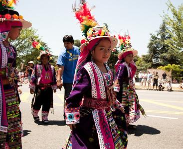 Bolivian Dancers - Fraternidad Cultural Pachama - Sembrando Cultura Por Bolivia