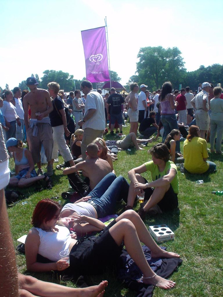 Typical festival pose, reclined, sunbathing, chilling... with friends