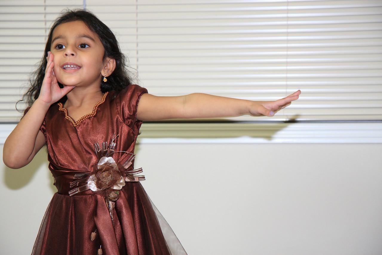 Sakshi dancing on Song Chuk Dhum Dhum from Dil to Pagal Hai